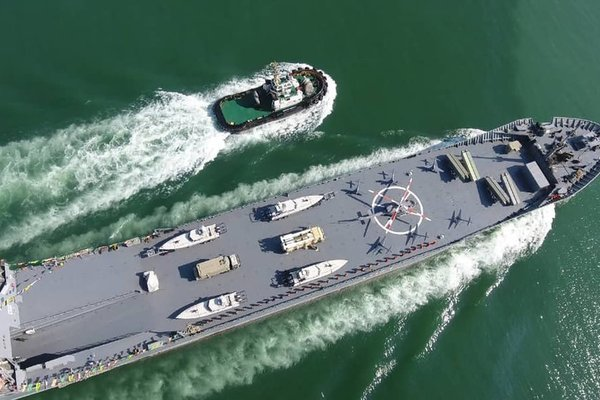 Iran hạ thủy tàu chiến hạng nặng mới
