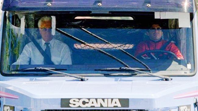 Loạt xe hơi gắn bó với huyền thoại bóng đá Maradona
