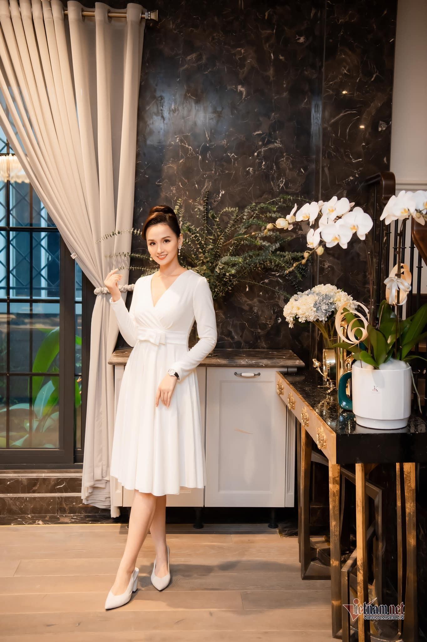Biệt thự ven sông trị giá gần 60 tỷ của diễn viên Lã Thanh Huyền