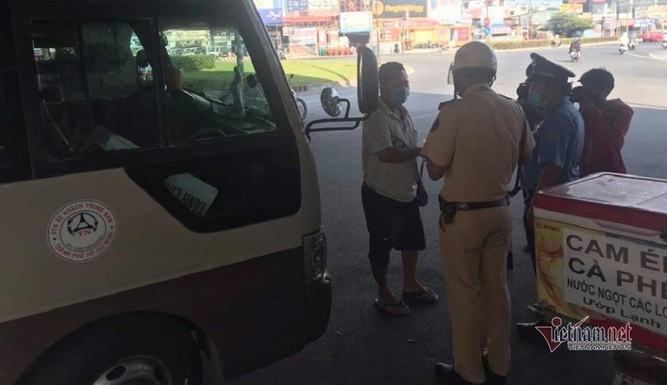 Xe khách 'hết đường' hoạt động bát nháo giữa trung tâm Sài Gòn