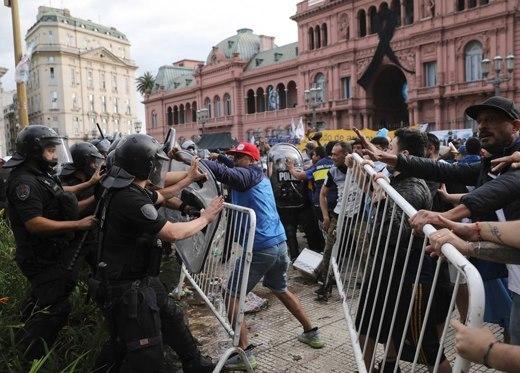 Quốc tang Diego Maradona: Tiếc thương và bạo động ở Buenos Aires
