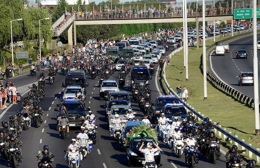Người dân Argentina nghẹn ngào tiễn đưa Maradona