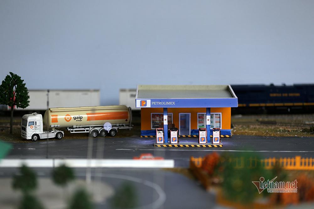 Ô tô, tàu hỏa chạy như thật ở quán cafe trên vựa lúa Mường Lò