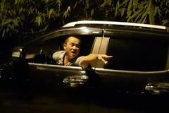 Xe tải bị cân tải trọng, người đàn ông lạ mặt doạ đánh TTGT Hà Nội