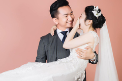 MC Hạnh Phúc VTV lần đầu đăng ảnh cưới, tiết lộ sắp có con đầu lòng