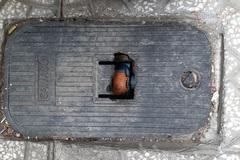Từ chối cấp nước vì khách hàng không mua hộp bảo vệ đồng hồ