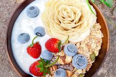 Thực đơn bữa sáng dinh dưỡng với sinh tố trái cây, rau củ