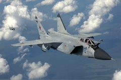 Tiêm kích Nga đối đầu máy bay trinh sát Mỹ trên Thái Bình Dương