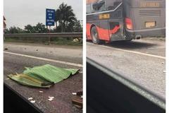 Xuống kiểm tra cốp ô tô khách, phụ xe bị tông tử vong ở Hà Nội
