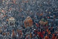 """Giữa """"địa ngục trần gian"""", nhiều người Ấn Độ tìm phù thủy chữa Covid-19"""