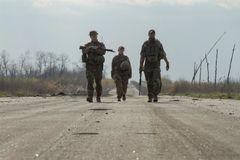 Ukraina 'ăn miếng trả miếng', trục xuất nhân viên lãnh sự Nga