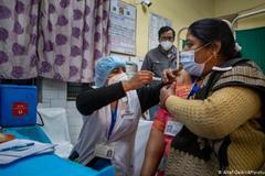 Cặp vợ chồng Ấn Độ 'bất lực' nhìn 6 người thân mất vì Covid-19
