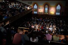 Lớp học hạnh phúc đông kỷ lục ở ĐH Yale