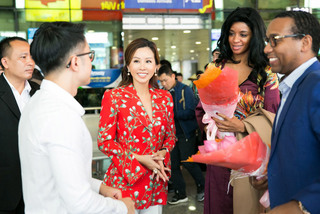 Phu nhân Đại sứ Haiti diện áo dài của NTK Nhật Dũng