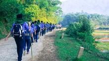 Sinh viên tu bổ nhà cửa cho người dân đón Tết