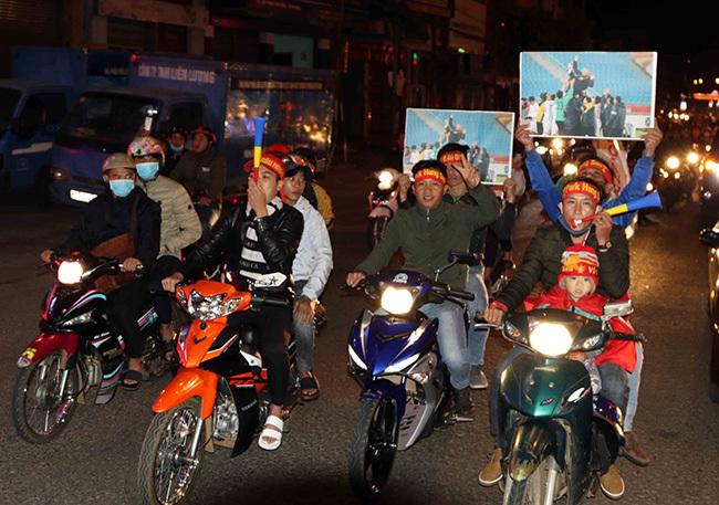 """HLV Park Hang Seo khiến phố Núi """"đảo điên'"""