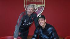 Choáng váng mức lương Ozil ký hợp đồng mới với Arsenal