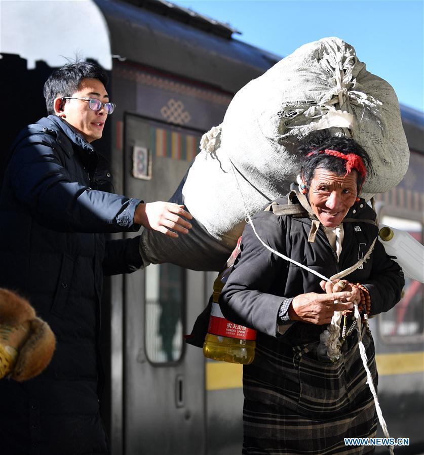 Người lao động Trung Quốc ùn ùn về quê đón Tết