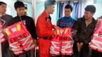 6 thuyền viên trôi dạt hơn 10 tiếng đồng hồ trên tàu hỏng máy