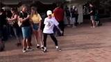Màn battle dance phong cách Backpack kid cực sôi động và lầy lội