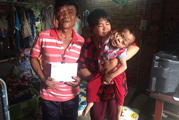 Niềm vui lấp lánh đến với gia đình anh Nguyễn Văn Tùng ngày cuối năm