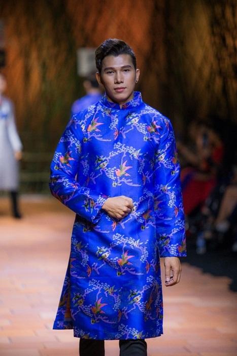 Phu nhân Đại sứ Haiti diện áo dài diễn thời trang