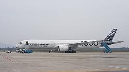 Siêu máy bay Airbus 350 trình diễn tại Nội Bài