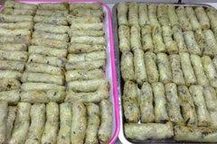 Tết 'fastfood': Cỗ đông lạnh đóng hộp, hâm nóng mời các cụ