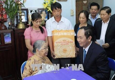 Chủ tịch nước thăm, làm việc và chúc Tết tại tỉnh Kon Tum