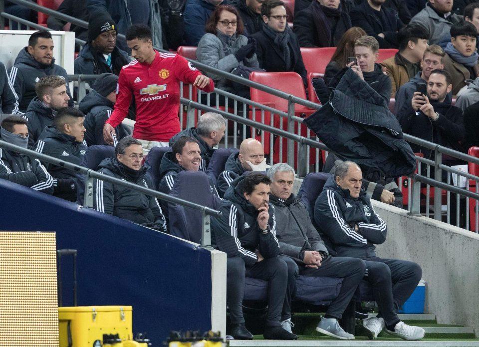 Sóng ngầm nổi lên ở MU, lộ diện HLV thay Mourinho