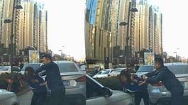 Nữ tài xế bị đấm vì bấm còi với người đi bộ trên vỉa hè
