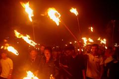 Độc đáo đêm 30 rước lửa thiêng về nhà