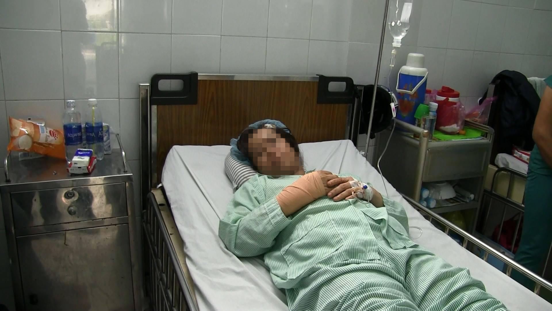 Chém nữ bác sĩ thương tích, tên cướp bị bắt khi lén về nhà