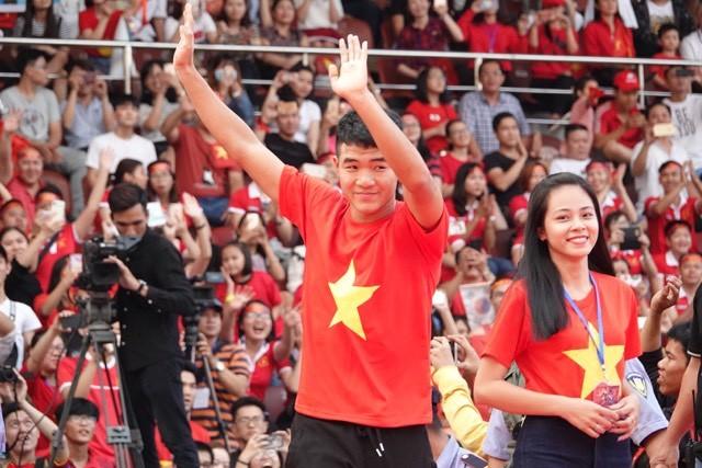 """U23 Việt Nam lại làm """"cháy"""" sân Thống Nhất"""