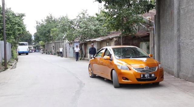 Chiếc ô tô hai đầu độc đáo bị cấm ra đường