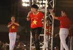 Phương Thanh bỏ giày cao gót, nhảy cực sung cùng U23 Việt Nam