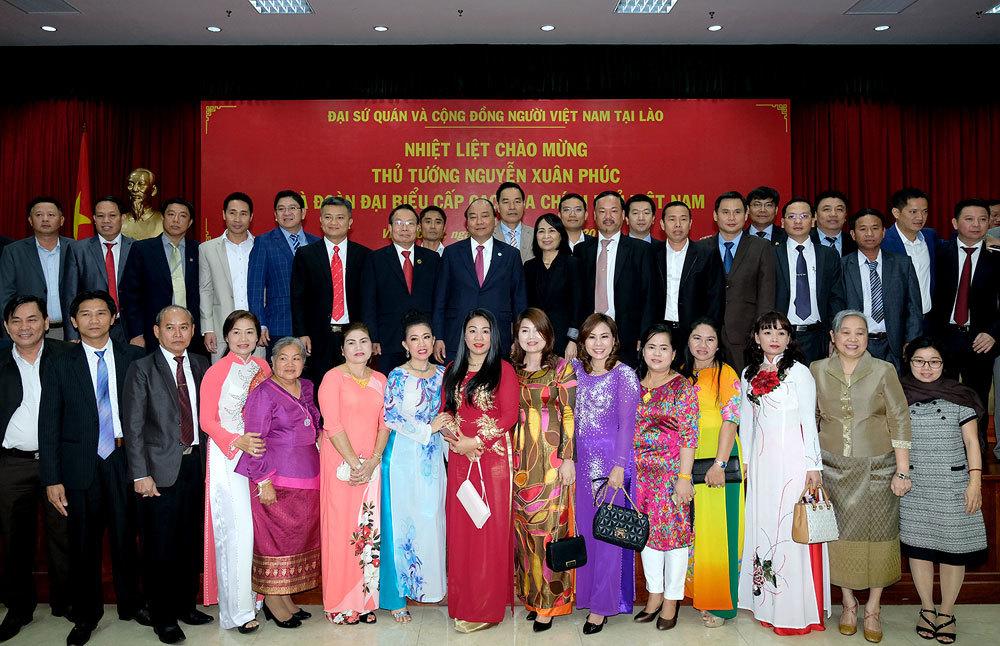 Hai Thủ tướng chúc Tết cộng đồng người Việt tại Lào
