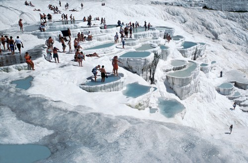 Những con suối nước nóng thu hút hàng triệu du khách