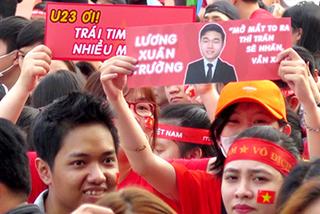 Hàng vạn người hâm mộ TP.HCM 'cháy hết mình' với U23 Việt Nam