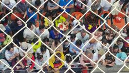 Tân Sơn Nhất ngột ngạt: 10 người đón 1 người về Tết