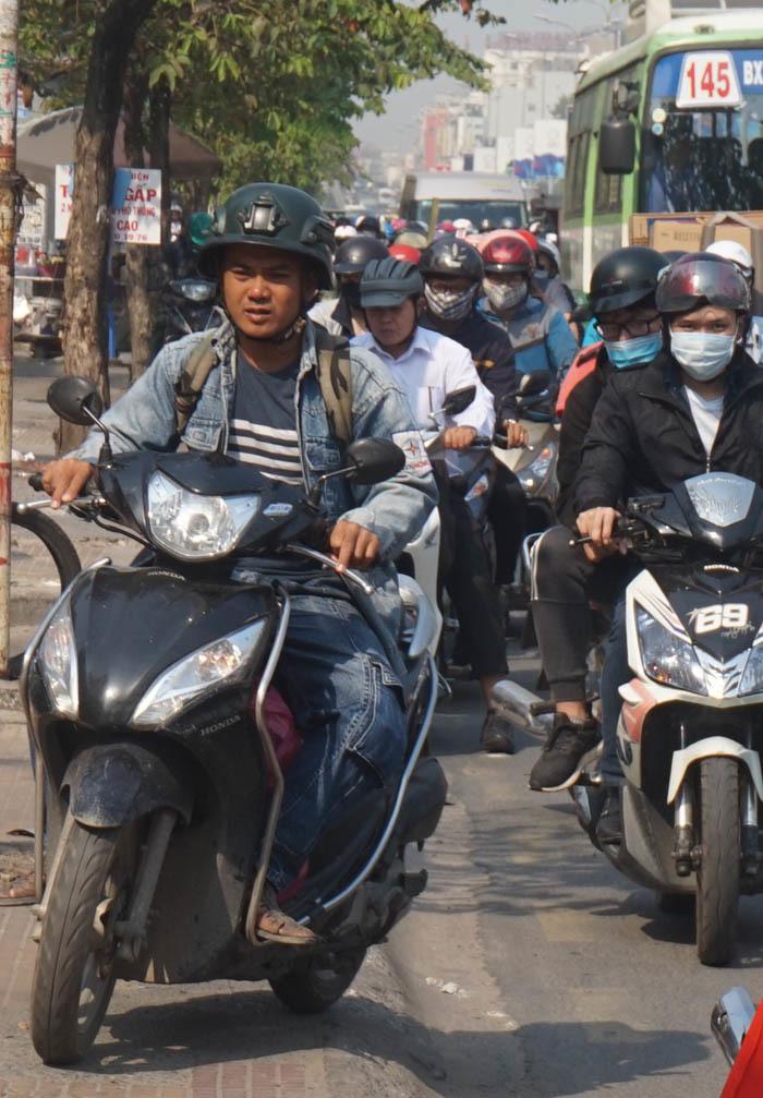 Cửa ngõ sân bay Tân Sơn Nhất kẹt cứng ngày cận Tết