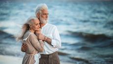 """Khó xử khi chồng ngoài 60 tuổi vẫn """"hừng hực"""""""