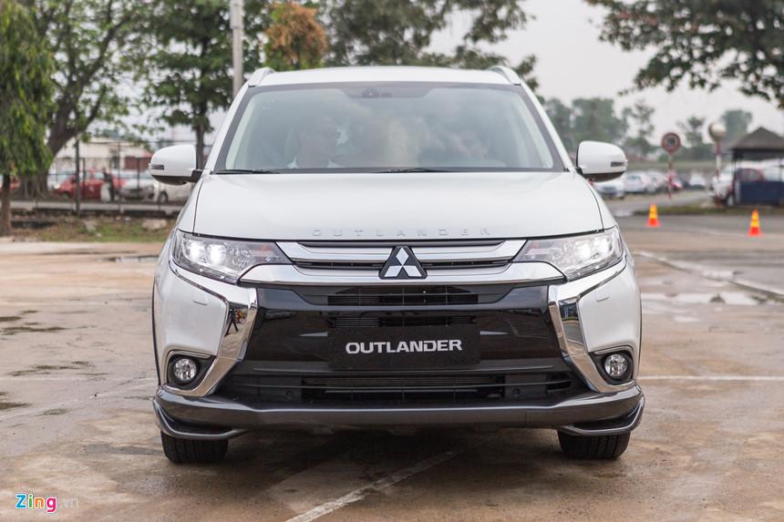 Mitsubishi Outlander, ô tô giảm giá, giá ô tô, xe lắp ráp