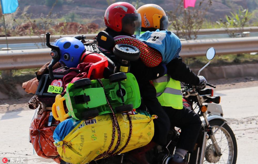 Hành lý đặc biệt của lao động xa xứ về quê ăn Tết