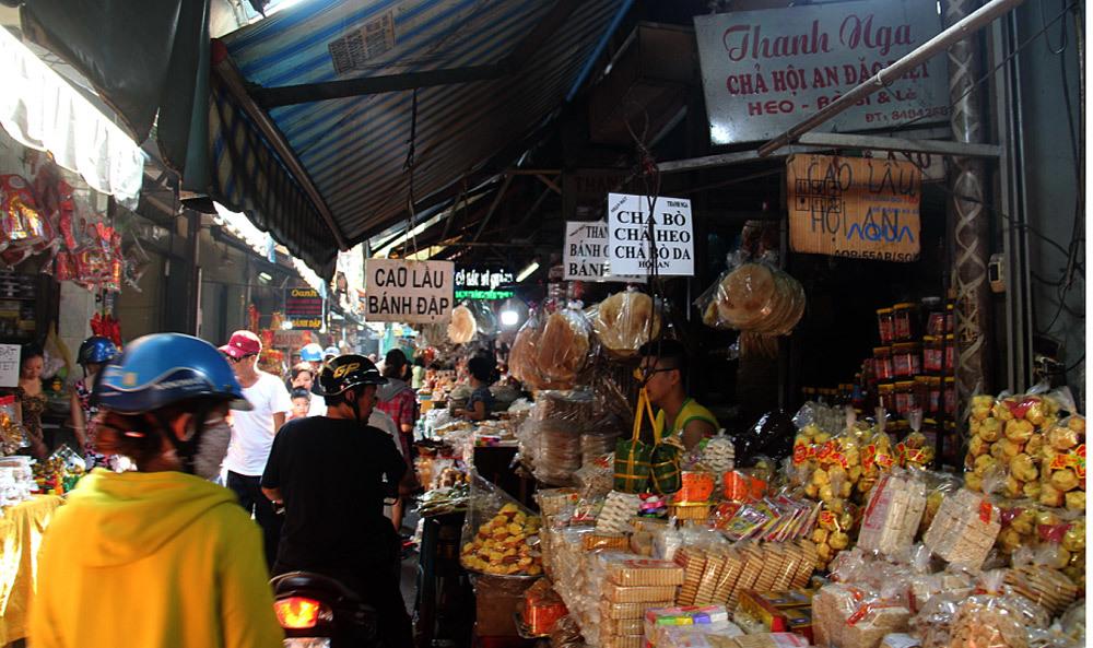 Cuối năm đi chợ Tết, nghe chuyện người đàn bà được tặng 5 chỉ vàng