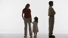 Chồng gặp khó khăn hơn vợ khi giành quyền nuôi con?