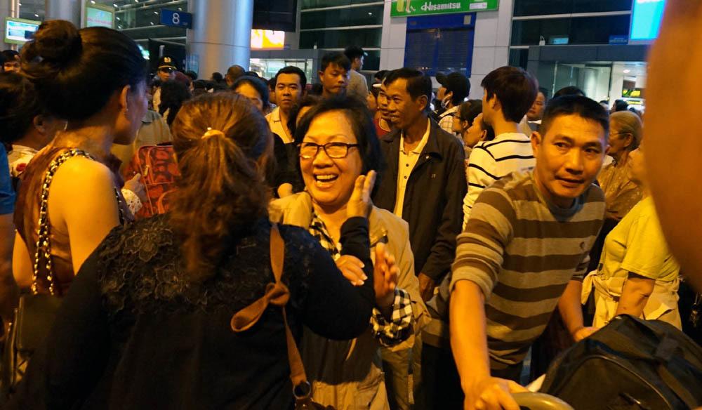 sân bay tân sơn nhất, việt kiều, ùn tắc, việt kiều về quê, Tân Sơn Nhất