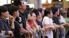 Giữa đêm, ngàn người nêm chặt ở Tân Sơn Nhất đón Việt kiều