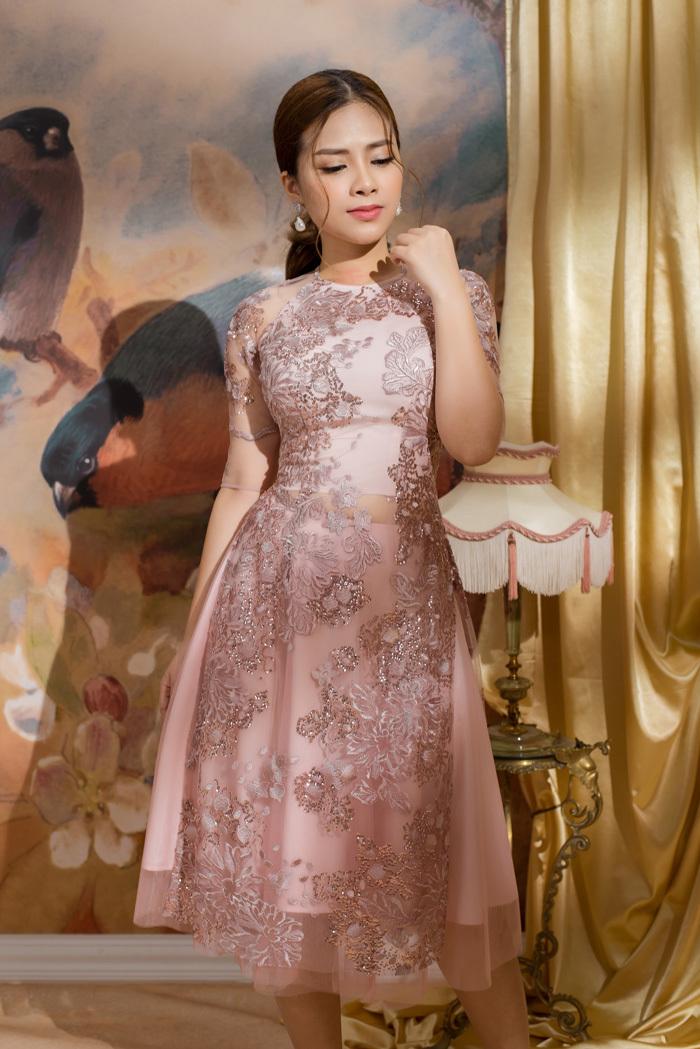 Mặc áo dài đón Xuân đẹp như ca sĩ Dương Hoàng Yến
