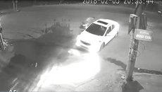 Exciter phóng điên cuồng, tông sầm vào ô tô đang sang đường